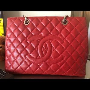 Large Red Authentic bag I was gone on vacation